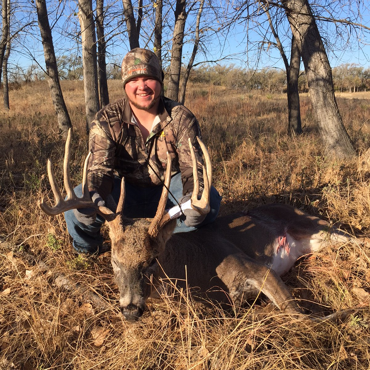 Outdoor adventures worldwide kansas trophy whitetails for Illinois fishing license cost
